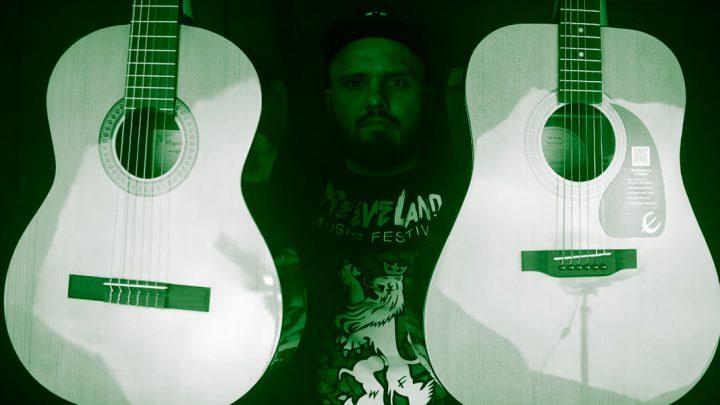 Czym różni się gitara akustyczna od klasycznej?